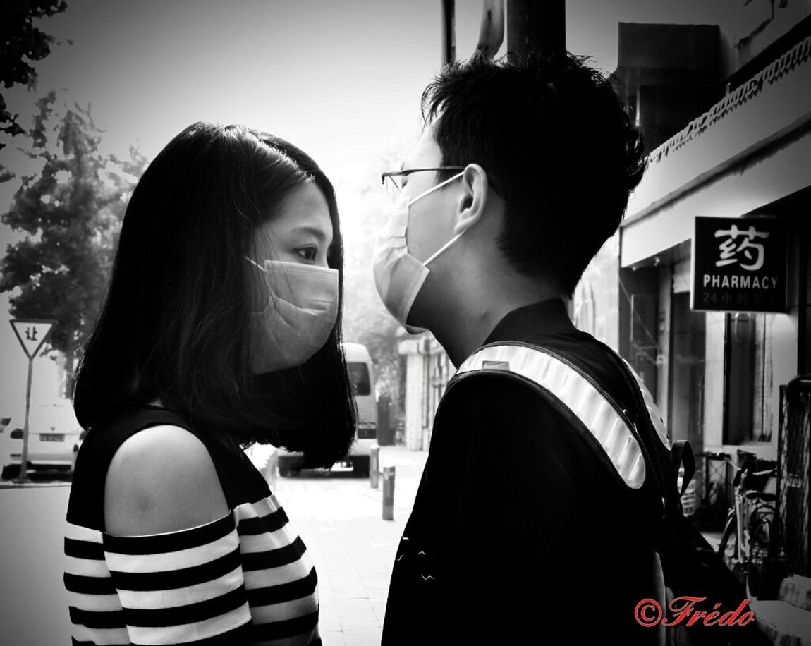 Luv Is In The Air... Togetherness Young Adult Day City Life Outdoors China In My Eyes China Photos Human Interest My Beijing 2016 BEIJING北京CHINA中国BEAUTY Street Photography EyeEm Gallery Street Photos😄📷🏫⛪🚒🚐🚲⚠ People And Places. Beijing Chaoyang Park Lifestyles Streetphotography Beijing, China Love Lovers Air Quality Pollution In My World Pollution Of The Environment