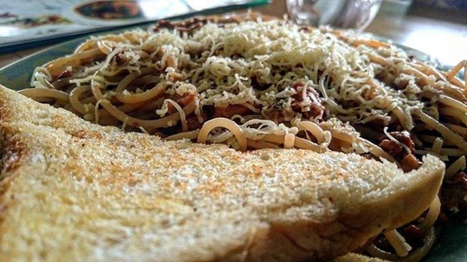 Late bfast @gabeshgd try this out! Along Katipunan Rd near Banapple 1 and Conti's! Pasta Bfast Foodporn Randomphotography
