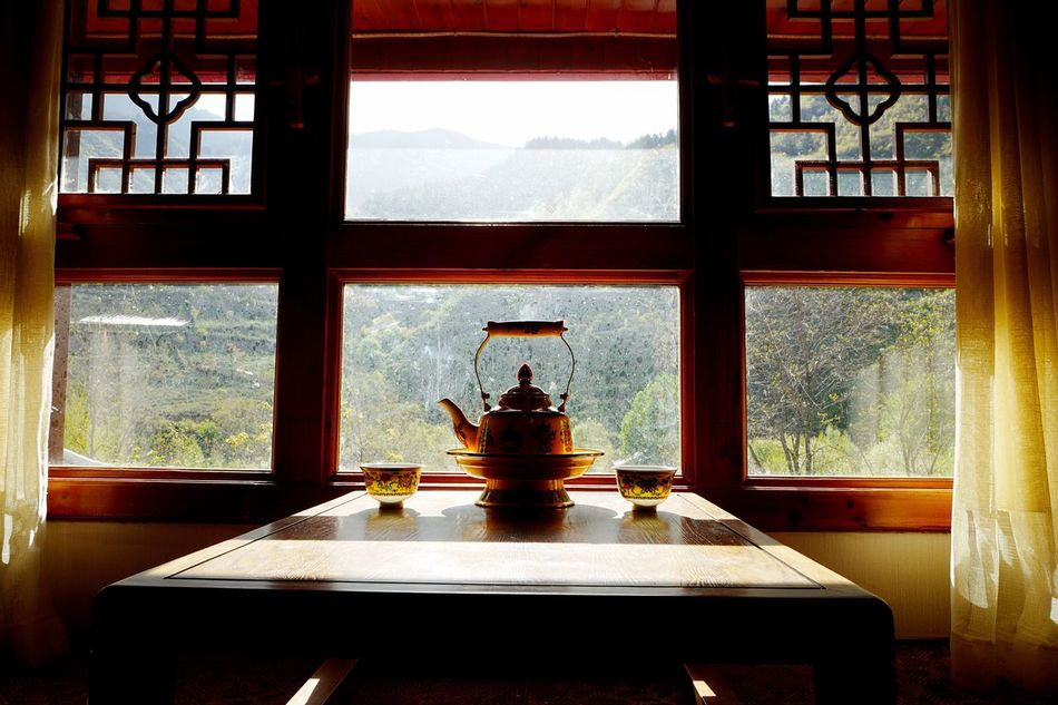 Window Indoors  Home Interior Table Day No People Luxury Nature Mountain Architecture Beauty In Nature Home Showcase Interior Sky Photography Photo Eye4photography  Photographer Still Life Urban Photooftheday EyeEm Close-up Lifestyles EyeEm Diversity