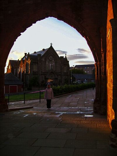 Woman Casual Clothing Ellis Scotland Escocia Arch Golden Light Evening Light Church Framed Learn & Shoot: Balancing Elements The 43 Golden Moments Travel Travel Photography Low Resolution
