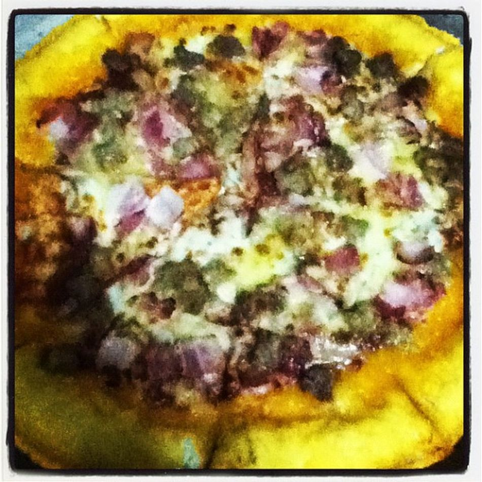 Andagain Pizzahut Cheesycrust Alltimefavorite allmine nochebuena binaboy forgetaboutdiet MERRY CHRISTMAS!! ;)