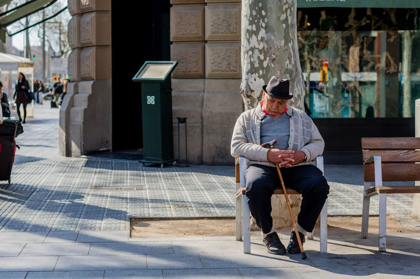 Sitting Wireless Technology One Man Only Adults Only Bench Only Men Mobile Phone One Person Adult City Portable Information Device People Business Finance And Industry Outdoors Day Snapshots Of Life SPAIN Street Photography Portrait Of A City Barcelona TCPM