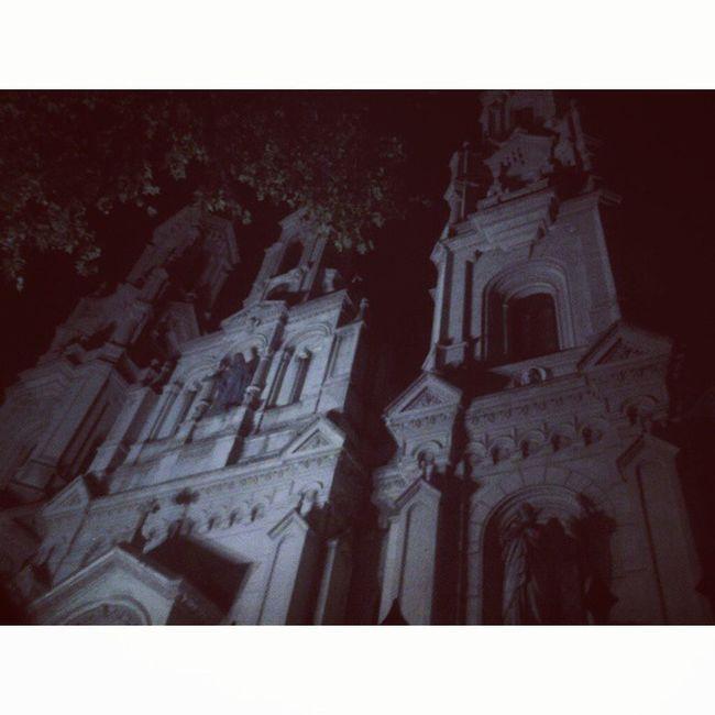 Esperando para entrar a la Iglesia Santa Felicitas.. NocheDeLosMuseos Terror Esperoqueaparezcaelfantasma (?