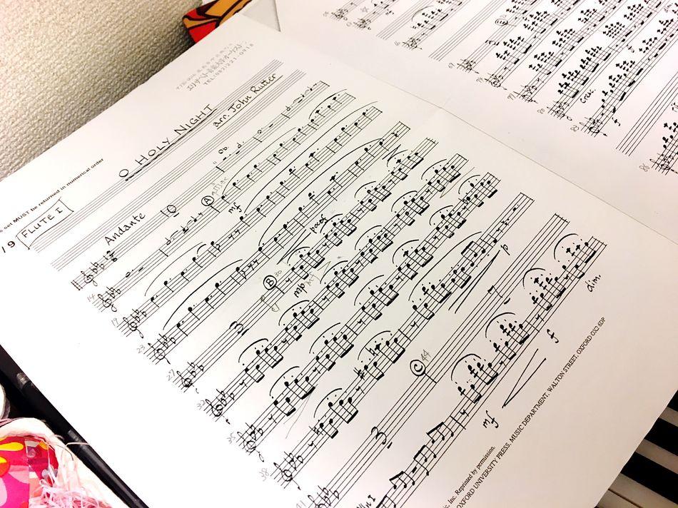 譜面漁って気づいたが、毎年教会で歌ってるさやかにはオケでも吹いてたわ((・ω・ = ・ω・)) 嬉しかったんだよなこれ。クリスマスはよかなあ🎄💫 Music Flute Music Photography  Christmas Is Coming O Holy Night My Favorite Song