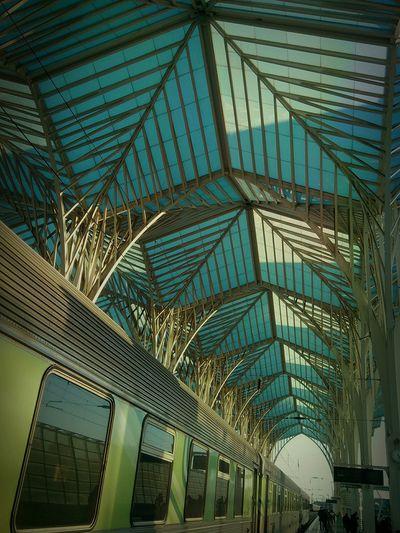 a viagem....o ponto de partida.... Train Travel Trainstations Gare Do Oriente Viagem Comboiosdeportugal Estaçaodecomboios Lisboa Portugal Traveling In The Terminal