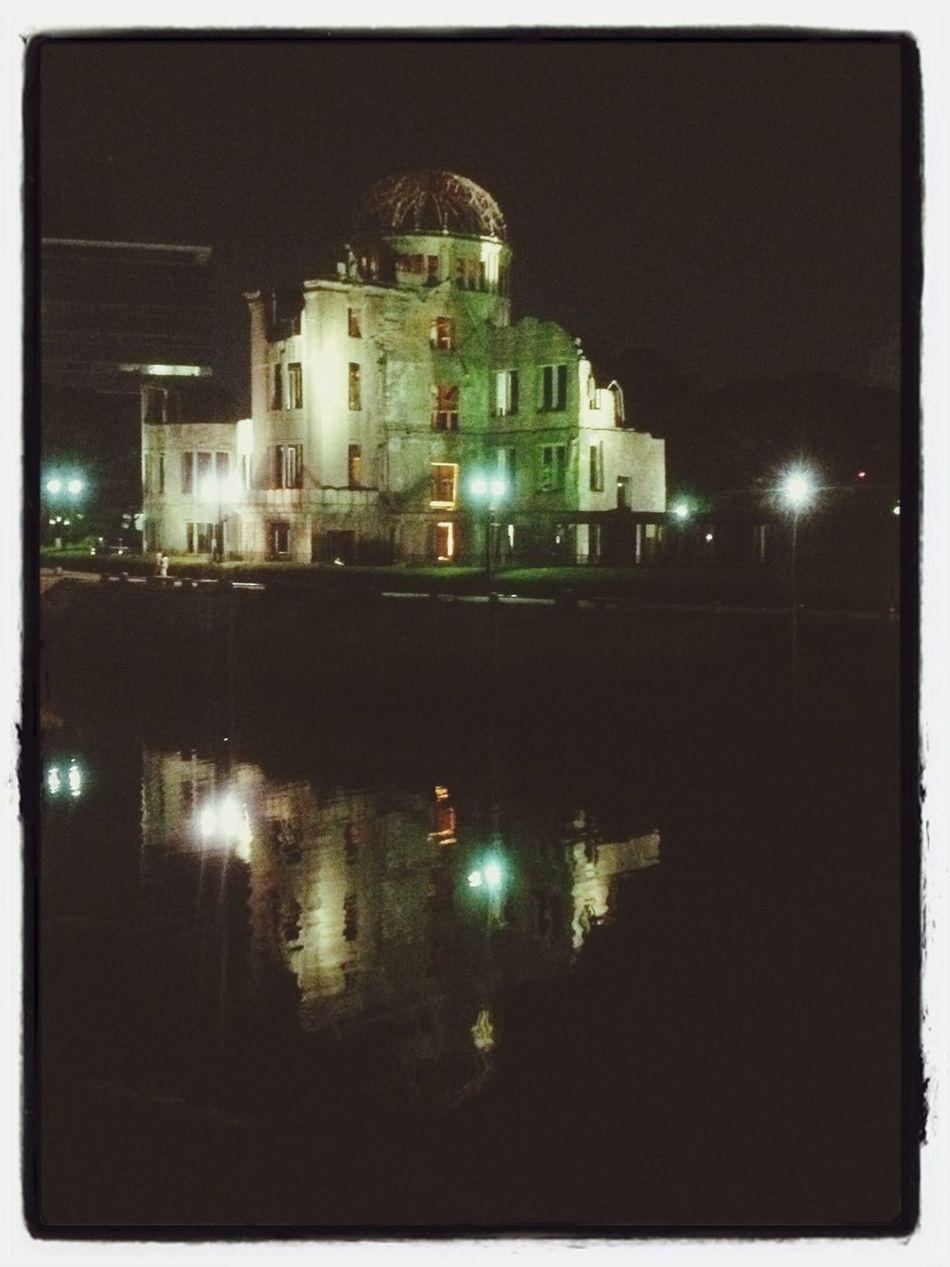 夜の原爆ドーム。 平和記念公園