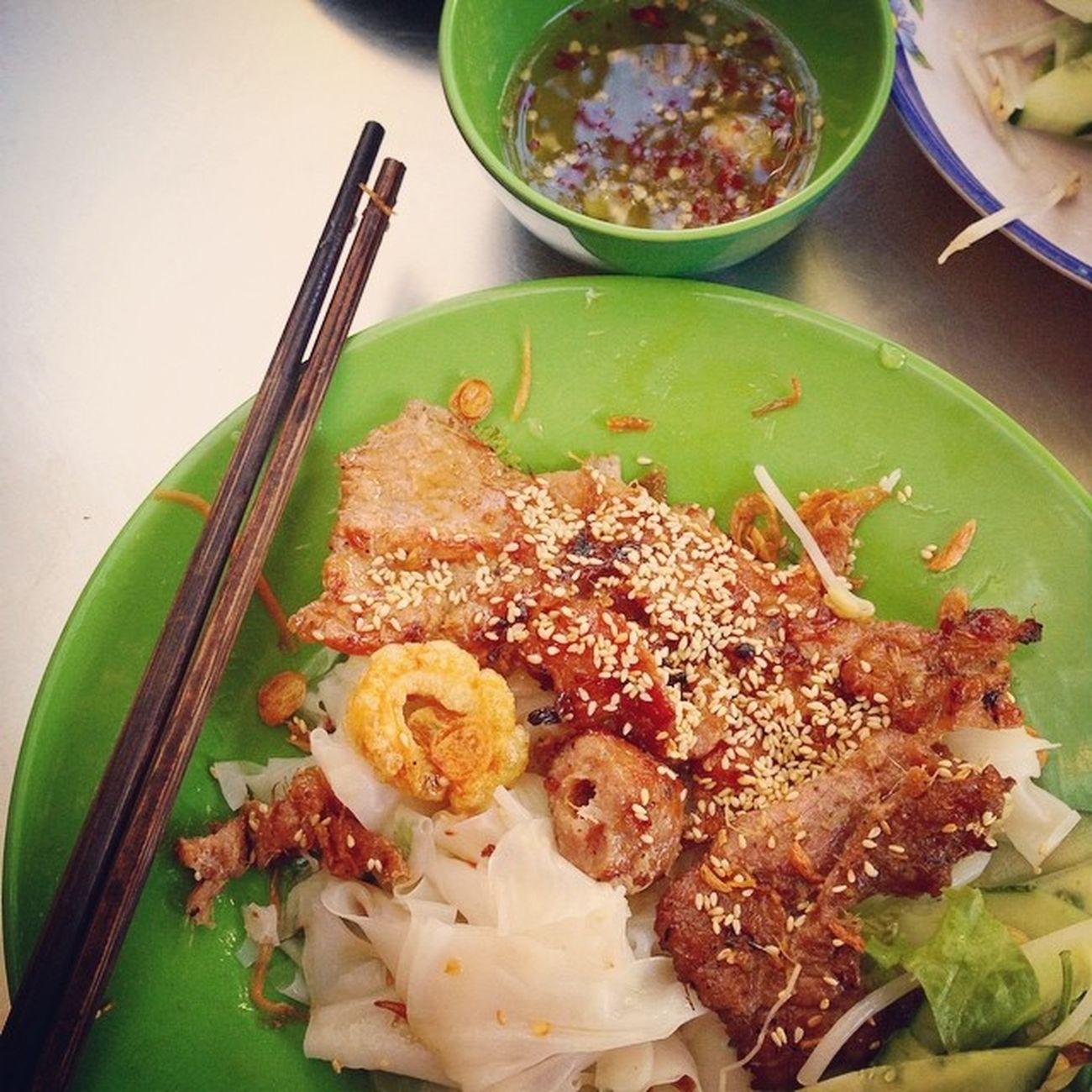 Bánh cuốn...ăn gần hết dĩa ms nhớ là chưa chụp hình...=)))))) Breakfast Springroll Porkbarbecue Fishsauce vietnamesefood instafood delicious yummy enjoy ?????????