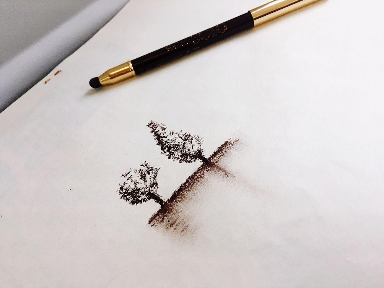 En pleno vuelo, papel y lápiz de ojos!!! Jajajaja by me...😂 Still Life No People Indoors  Table Paper Close-up Pencil Shavings Day