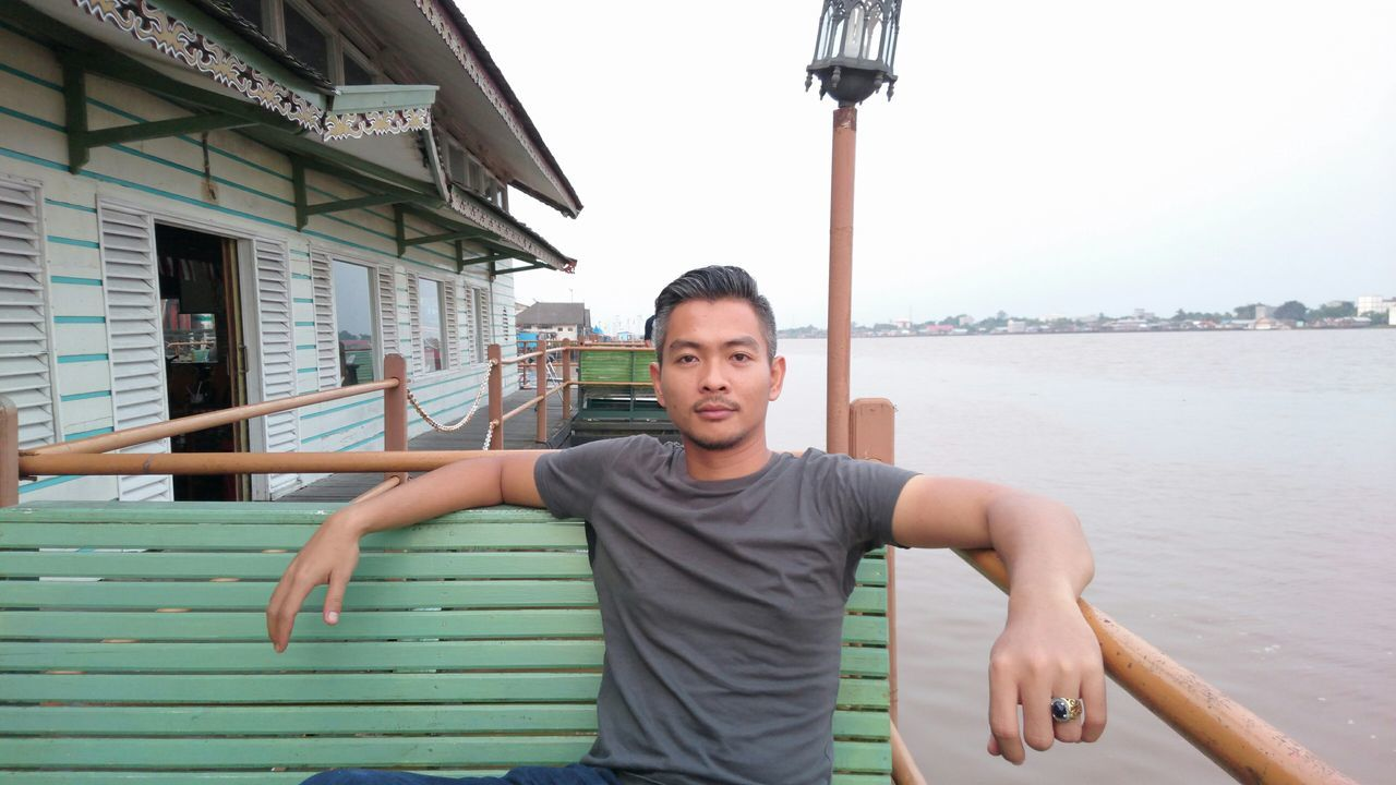 Sony Xperia Z3+ Riverside Taking Photos Hanging Out Relaxing That's Me Kapuasriver Port Avenue Caffe enjoying time from kapuas river in central kalimantan