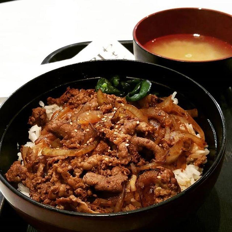 Japanese for lunch. Teriyaki beef rice with miso soup. Thinly sliced beef, just right amount of teriyaki sauce on rice.Mmmmm, oishii! Wasabijapanesetakeaway Perthfood Perthfoodreview Pertheats perthfoodadventures thefoodiehub thefoodie instafoodie happyperth foodpics foodblogger foodperth foodporn japanese teriyakibeef misosoup food foodie instafoodie oishii