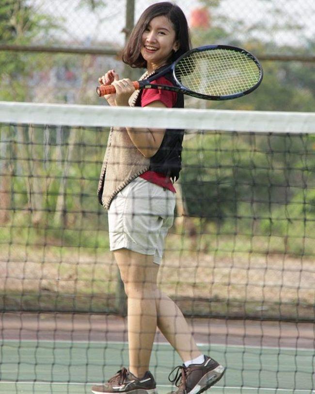 Main tenis yuk 😃 Cirebonphotographyforum Photographer Photoofday Photographyindonesia Photomodel Moodmodel Potrait Landscape Model Sporty