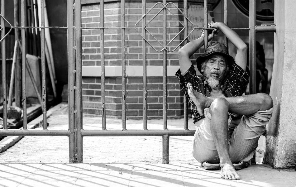Taking a day off People Bnw Photography Bnw_captures Bnw_life Bnw_universe Bnw_collection Photographer Human Interest Bnw_worldwide Bnw_society EyeEm Best Shots EyeEm Masterclass Streetphotographer The Week On EyeEem EyeEm Jakarta Lightroom Artofvisuals TheCreatorClass EyeEm Indonesia Canon People In Frame Human Interest Indonesia Bnw November EyeEm Gallery