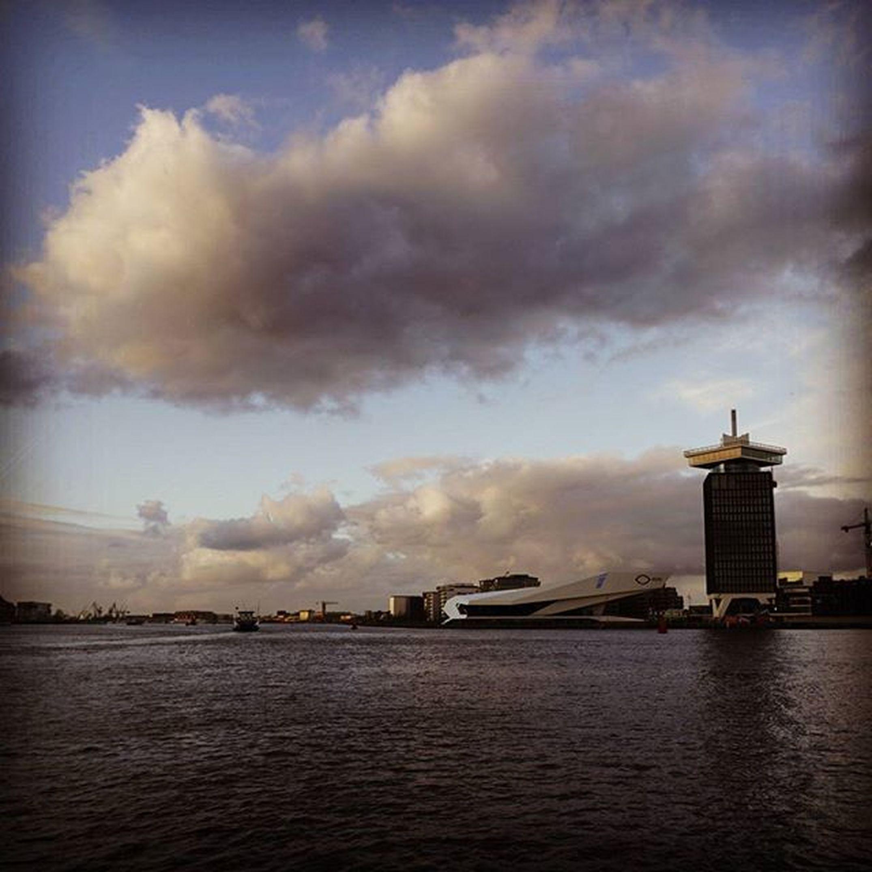 Tot zover mijn voorspelling over buiten vandaag... Hostnet Weerpic Adamtoren Amsterdam
