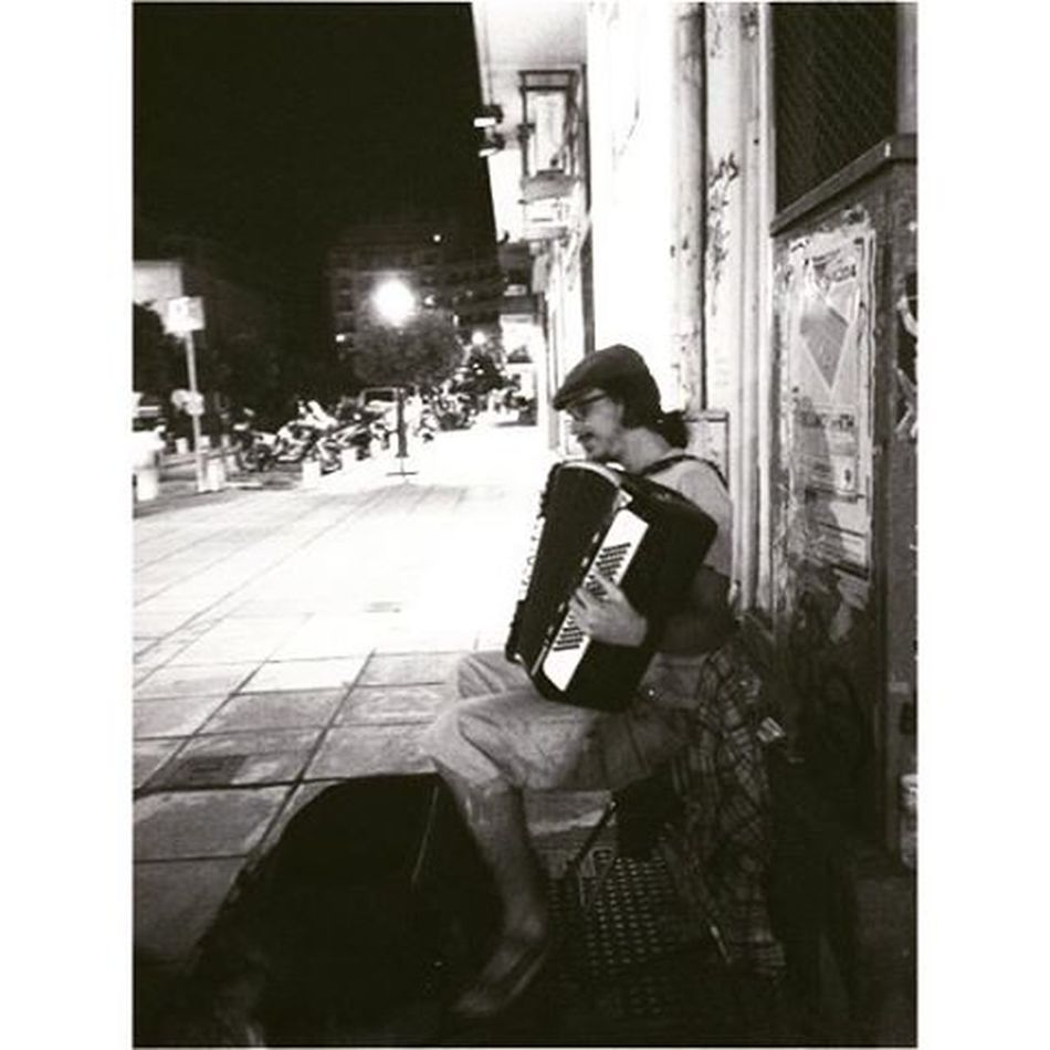 Be generous.🎶🎼🎹 αγιασοφια πλατεια σαλονικα μουσικοι_του_δρομου ακορντεόν Oneandonlylove Begenerous Musicisallaround ονλιλοβ Embraceyourself Sharethelove ❤️👭👭