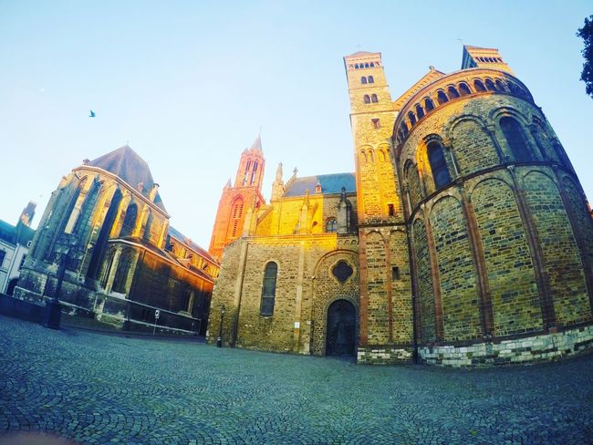 Maastricht Kerk Kerkhof Eyem Best Shots The Week On Eyem Photowall Photo Of The Day Photoshoot Photography In Motion Photo Editing Photography Photowalk Photographic Memory Photooftheday
