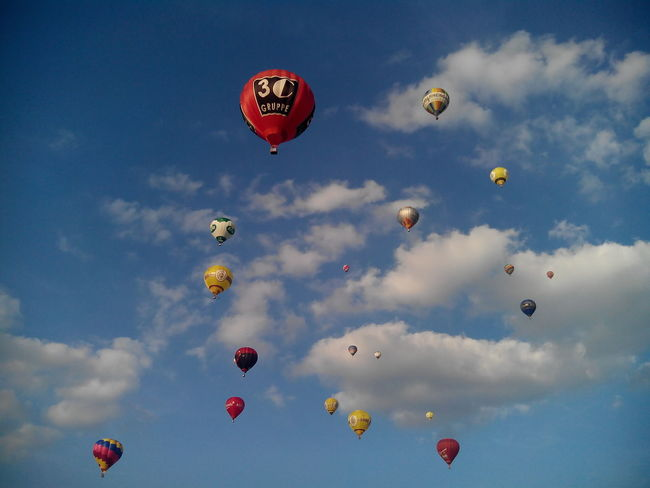 Hot Air Balloon Mid-air Cloud - Sky Sky Flying Multi Colored No People Ballooning Festival Sports Race Beauty Day Backgrounds Montgolfiade Warsteiner Montgolfiade 2016 Blue Sky Germany Scenics