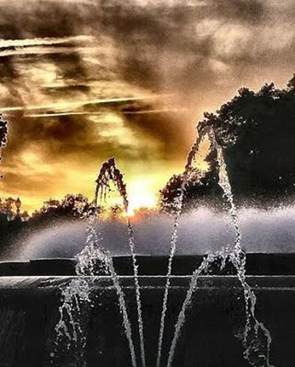 FontMagica Suihkulähde Fountain Fuente Fontaine Montjuic Barcelona Auringonlasku Sunset Puestadesol Coucherdesoleil Thebarcelonist EnjoyBcn Visitbarcelona Livelovebarcelona Igersbarcelona Ig_catalonia HDR Hdr_spain Ok_hdr Fotofanatics_hdr Kings_hdr Tv_hdr Sunsunsun_hereitcomes