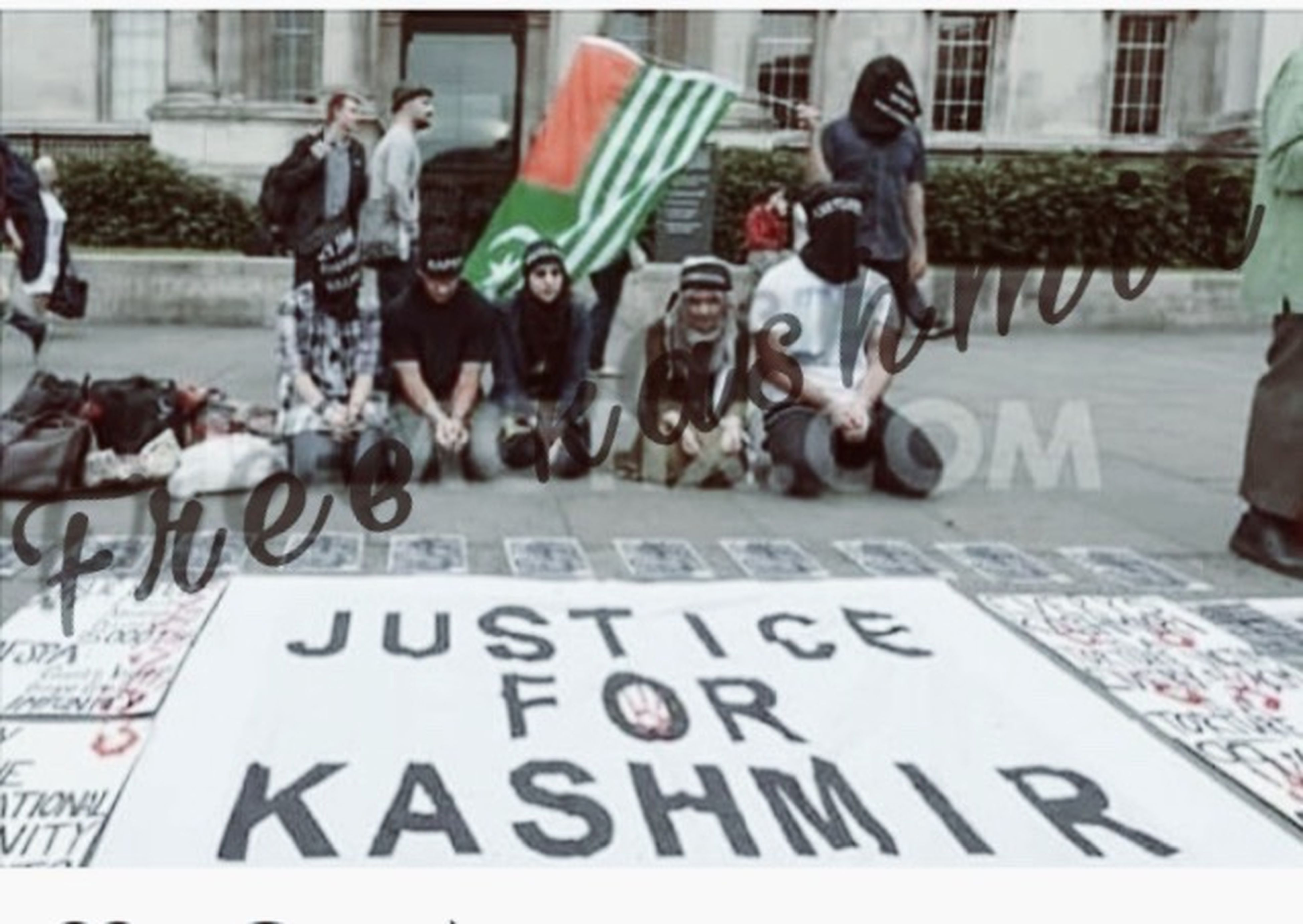 Help me sharing this please Kashmiris Need World Attention there is no eid celebration in kashmir because of indian brutality 😢 Free Kashmir u can whatsapp me also +919797256105 my facebook id is awleen.1