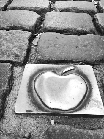 e the apple Eve! Discovering Taking Photos Apple Rocky Road Blackandwhite Black And White Discover Your City Applewine Battle Of The Cities