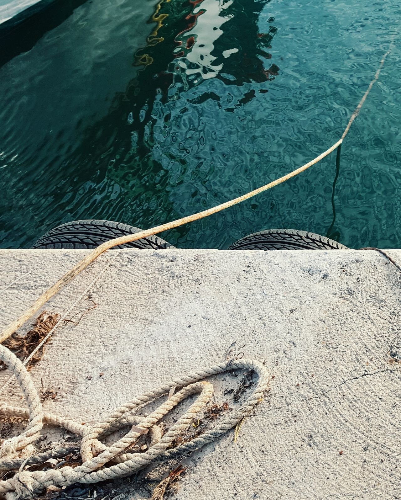 StillLifePhotography Ropes Seawater At The Port Saltiness Still Life Where Does It Lead? Seaside Seascape View From Above Rope Ropeway Ropeswing  Textures And Surfaces