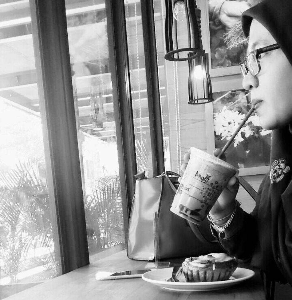 Starbucks Cinamonroll Hijab