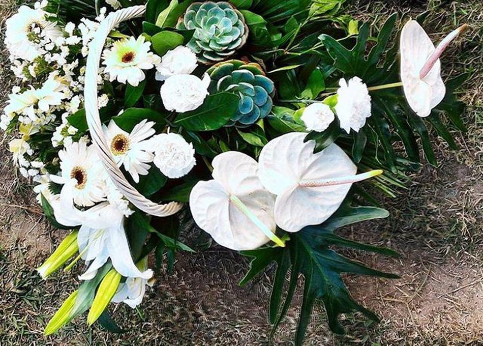 |11.01.15| Remembering loved ones 🌹🌿🌷 AllSaintsDay Flowerbouquet Photooftheday VSCO Vscocam Vscophile Vscogood Vscobeau