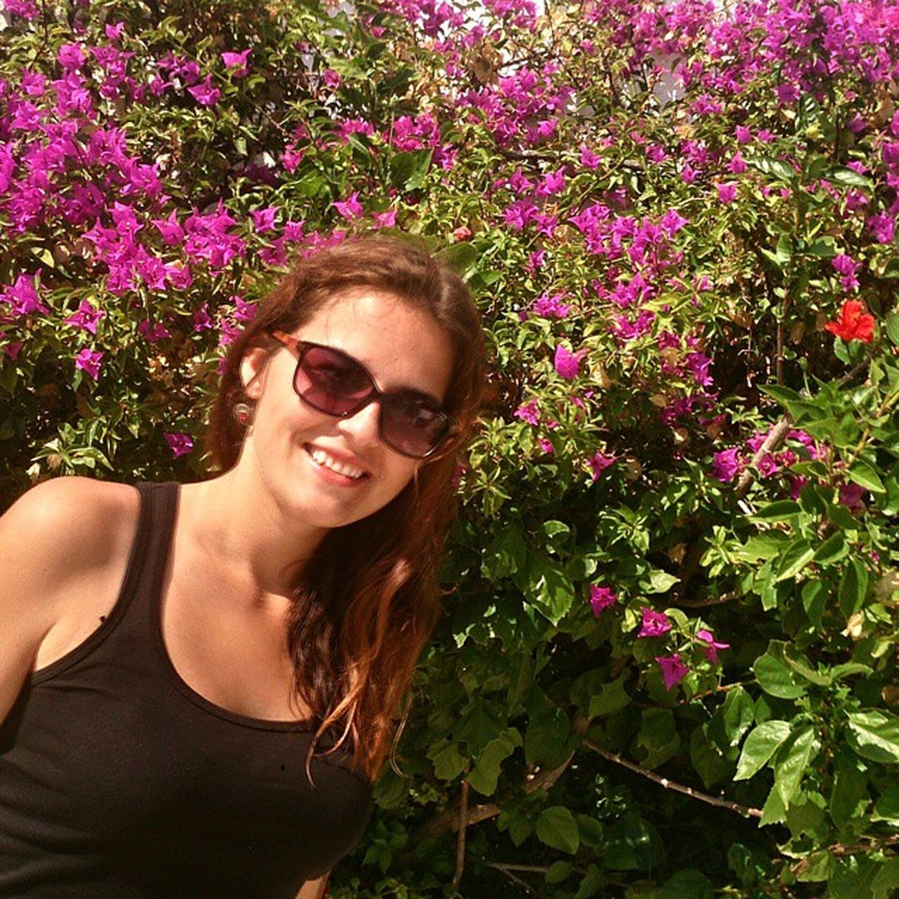 Bodrum Türkiye Brunette Sun flowers pink smile Turkey Autumn sea aegean coast lietuvaitė lifetime sand travel study bodrumbayresort çiçek