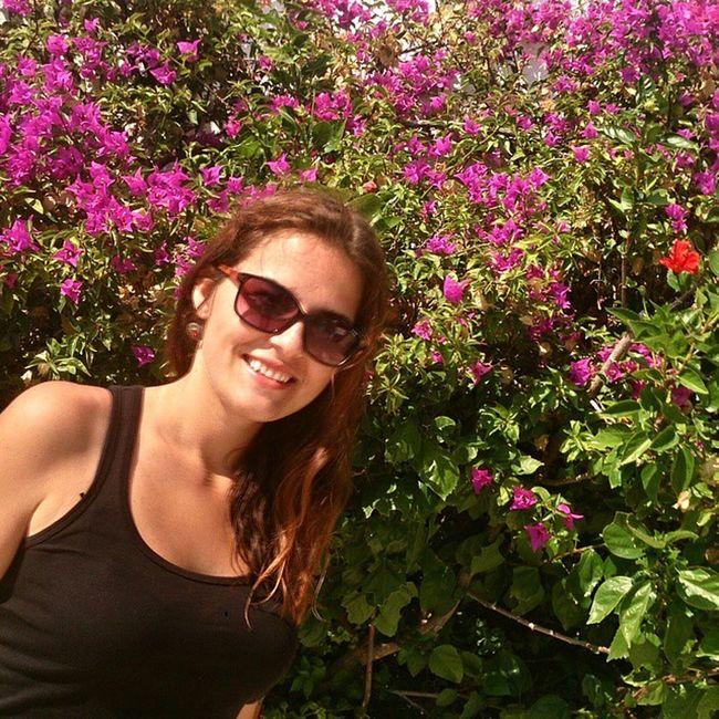 Bodrum Türkiye Brunette Sun flowers pink smile Turkey Autumn sea aegean coast lietuvaitė lifetime sand travel study bodrumbayresort çiçek