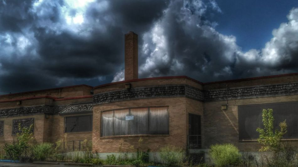 https://youtu.be/DeHqJ70YEc8 The Diamonds is a Historic Reastaurant located in Villa Ridge Missouri along Route 66 about 4 minutes from my house... It's also haunted!!!👻😱 Autismdad Taking Photos Exceptional Photographs Outdoors From My Point Of View Malephotographerofthemonth Drastic Edit HDR Hdr_Collection Architecture Historical Building Architecture_collection Eye4photography  Historical Historic Building My Hometown Dramatic Sky Beauty In Nature EyeEm Best Shots Eye4photography  First Eyeem Photo