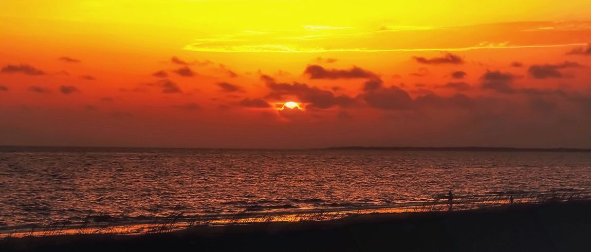 Goodnight sun ☀️ 😴 Sunset Sea Beauty In Nature Orange Color Ablaze Scenics Nature Tranquil Scene Playa Tranquility Water Sun Melancholy Horizon Over Water Idyllic Outdoors Evening Beach Cloud - Sky The Great Outdoors - 2017 EyeEm Awards Relaxing Textures And Surfaces Taking Photos Walking Around