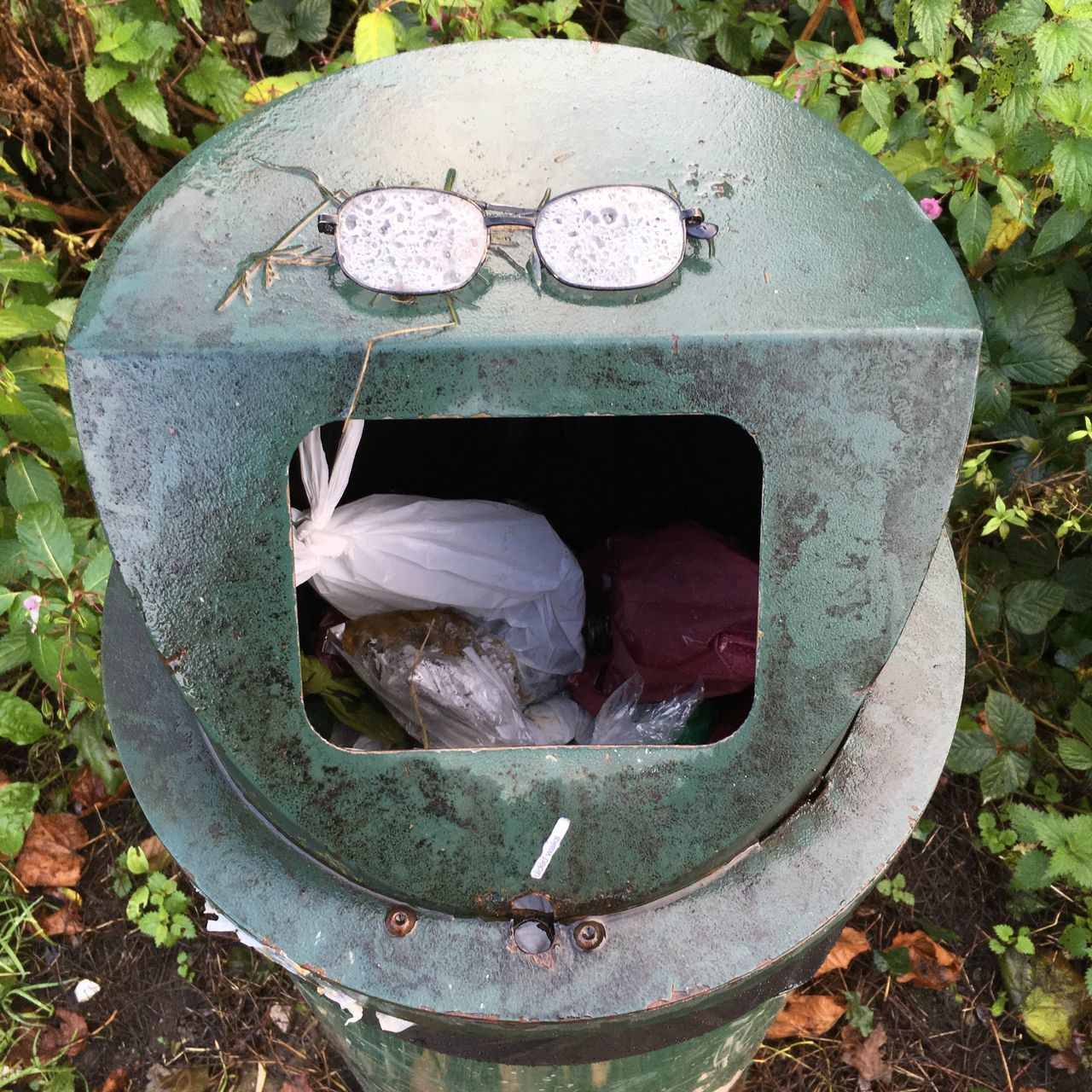 Mr. Angry Abandoned Close-up Outdoors Day Iseefaces Glasses Rubbish Bin Face Faces Of EyeEm