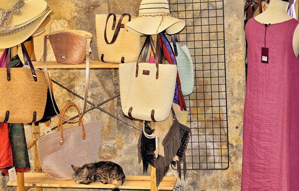 France🇫🇷 Uzés Provence Streetphotography Relaxing Summer Feelings  Holidays ☀ Shopping ♡ EyeEm Best Shots Hanging Out Enjoying Life