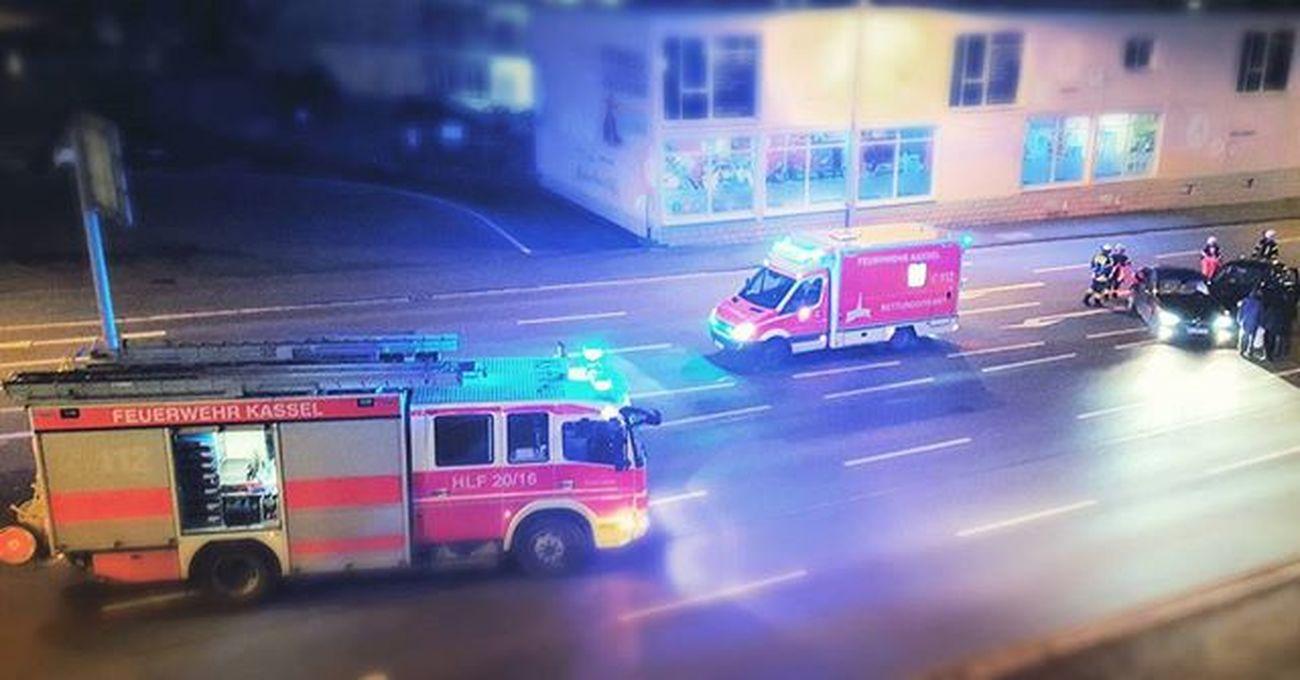 Vor der Feuerwache! Feuerwache Firemen Berufsfeuerwehr Kassel Rettungsdienst Firefighter Hlf