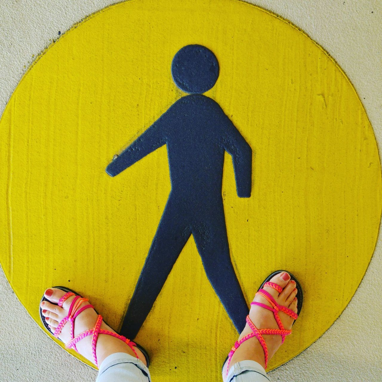 Hanging Out Walking Walkway Walk This Way Feet Feetselfie Little Man   Yellow Yellow Circle Pictogram Picto Pictogram Walkway Walk This Way A Bird's Eye View People And Places