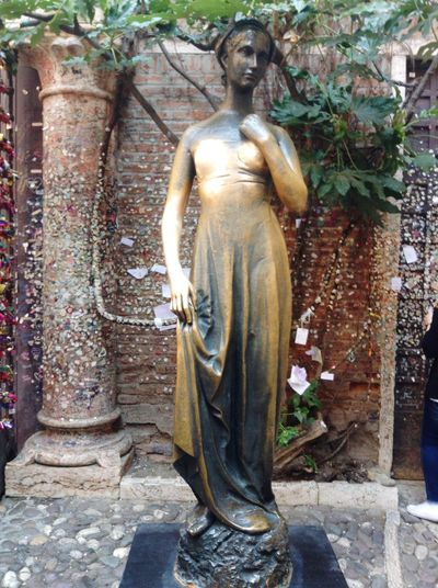 Juliet's House Juliet  Romeo And Juliet Architecture History Verona Italy Love Gold Colored Spirituality Religion Human Representation Sculpture Statue