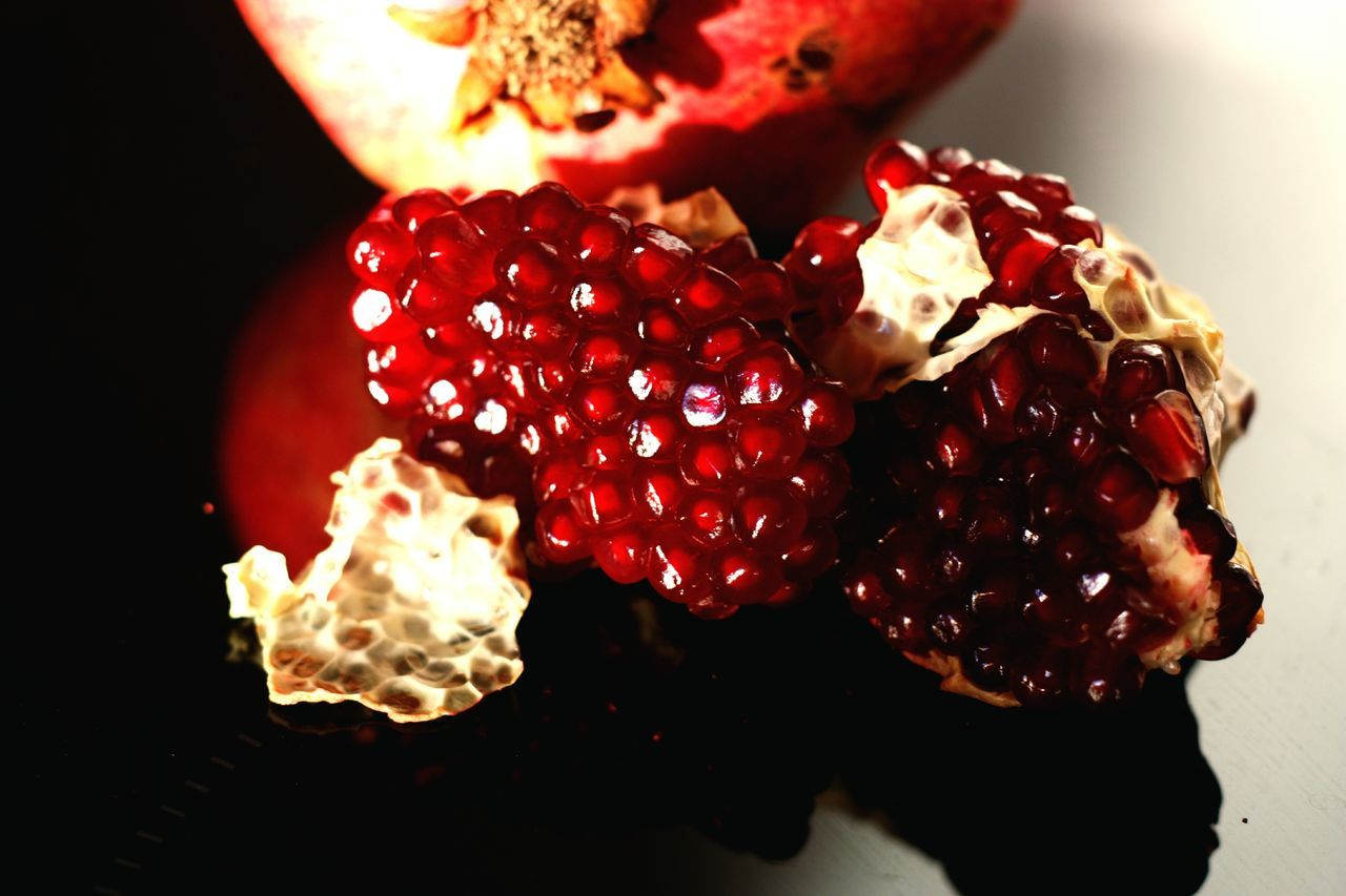 Red Healthy Eating Freshness Fruit Food Close-up Black Background Ready-to-eat No People Grenadine Exotic Fruits Healthy Snack FreshnessHealthylife Detox Clean Eating Superfoods Superfood Dessert Red Reflection Pomegranate Fruit Pomegranate Seed Pomegranate Seed