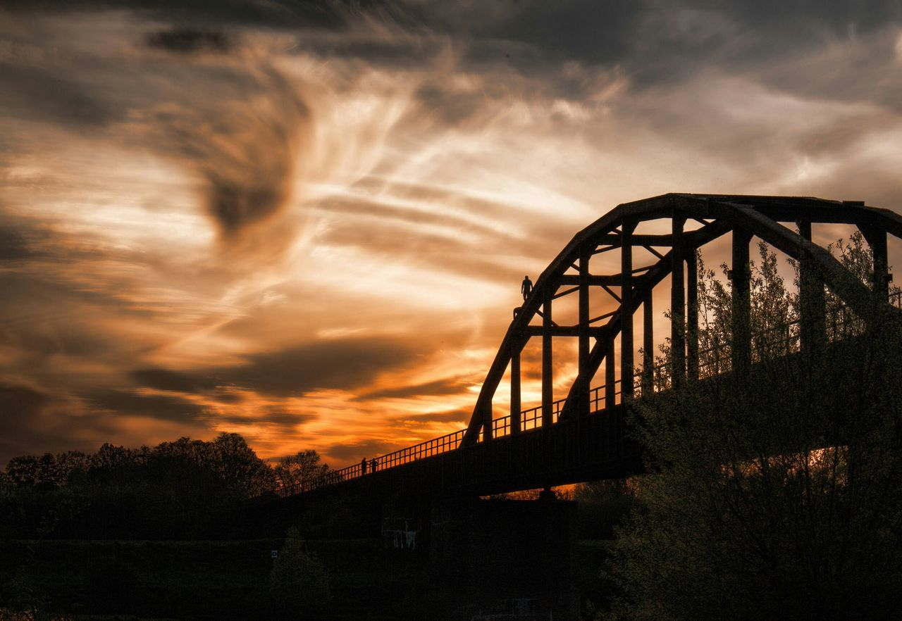 Sunset Old Bridge Climbing Adrenalinejunkie Sunrise Silhouette Light And Shadow Outdoors Porta Westfalica Weser Turn Your Lights Down Low Silhouette Silouette & Sky Silhouette Photography