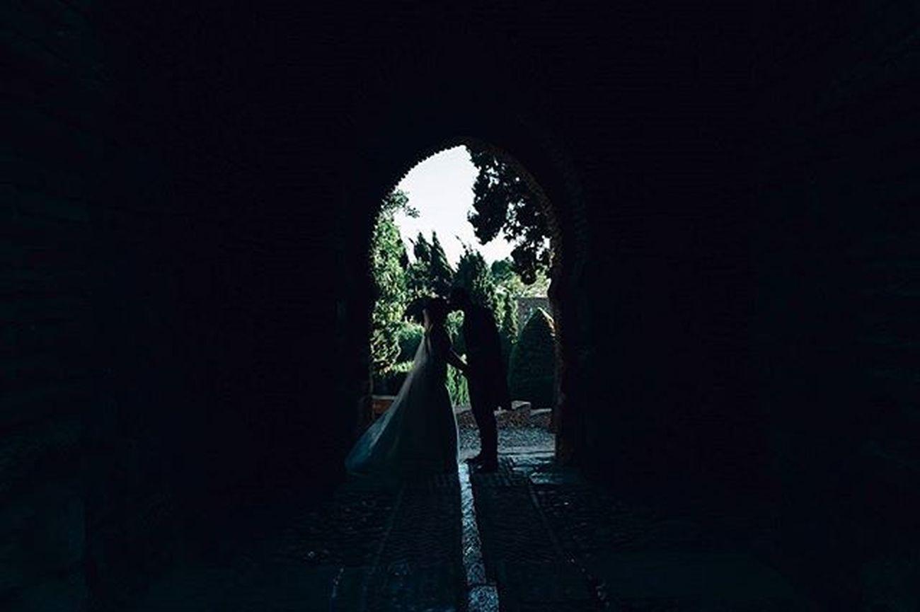 Estefania y Eduardo // Boda Wedding Boda Fotografiadebodas Fotografodebodas Malaga Alcazaba Luz Sombras Siluetas Contraluz Tunel Novios Bride