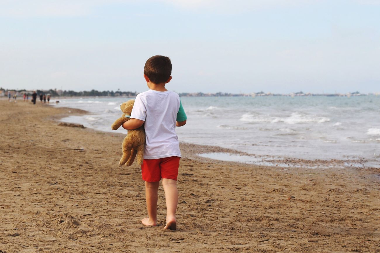 The cutest thing I've seen in my entire life Beach Boy Cute Teddybear People Lonely Barefoot Little Boy Child Kid Beach Walk Shore Sand Rear View Teddy Bear Childhood Alone Outdoors Nature Casual Clothing Sea Walking Beach Life Person Tender
