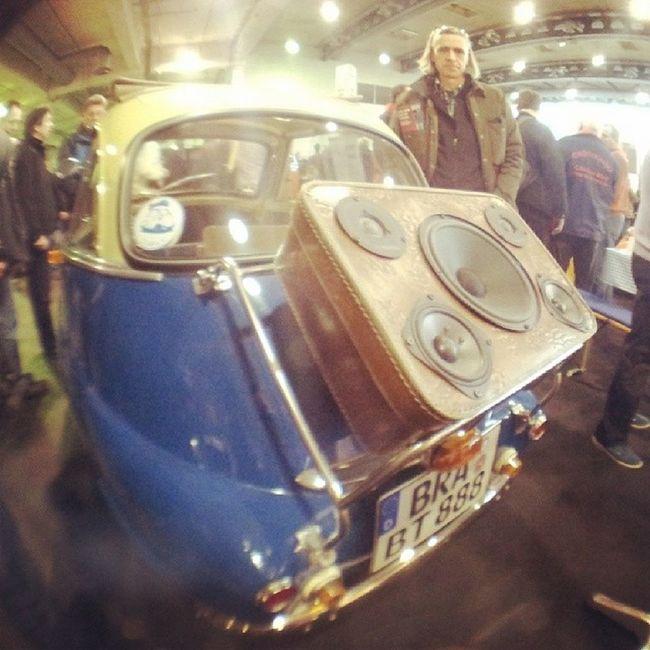 Krachkoffer Herr Braun fits perfect on a Bmw Isetta Classiccars classicmotorshow bremen boombox