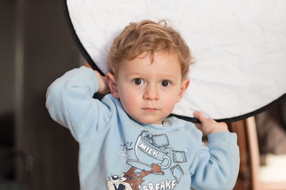 Boys Childhood Cute Fun With Gear Helpers Innocence Mastering Light Mastering Photography Portrait Reflector