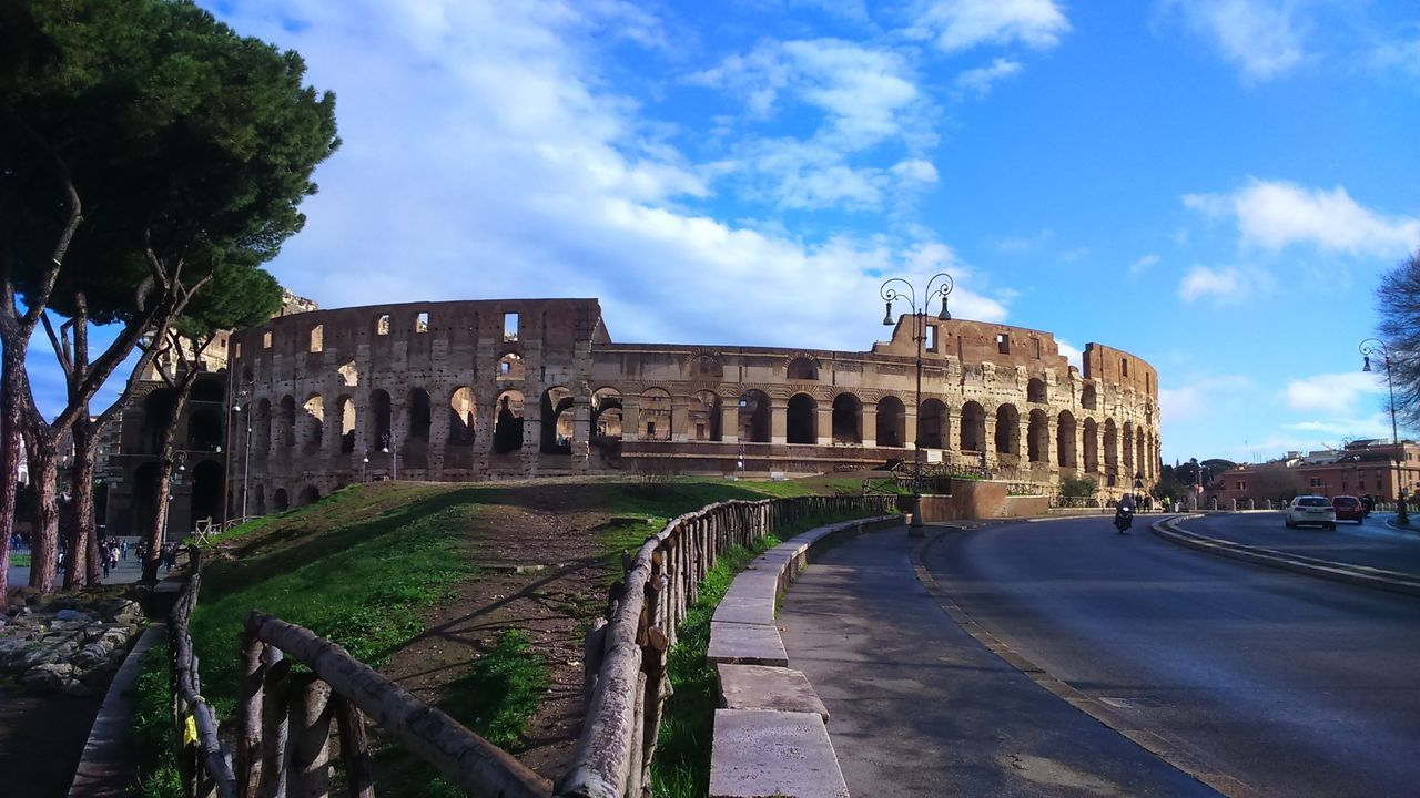 Colosseo Thanks God History Travel Destinations Sky Architecture City Old Ruin Outdoors No People Reflection Free Love Landscape Life Rome Photography Amazing Tranquility Vaticano Italy🇮🇹 Placeinthe_sun Colosseo Beautiful