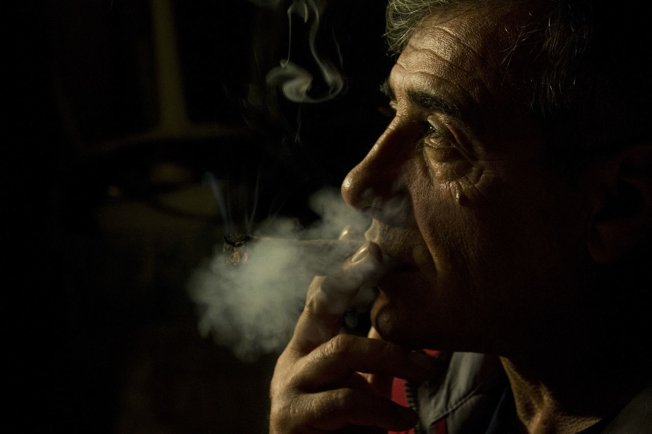 Smoke - Physical Structure Human Face Real People Indoors  Close-up Smoker Cuban Cigar Father Photography No Filter Relaxing Time First Eyeem Photo EyeEmNewHere