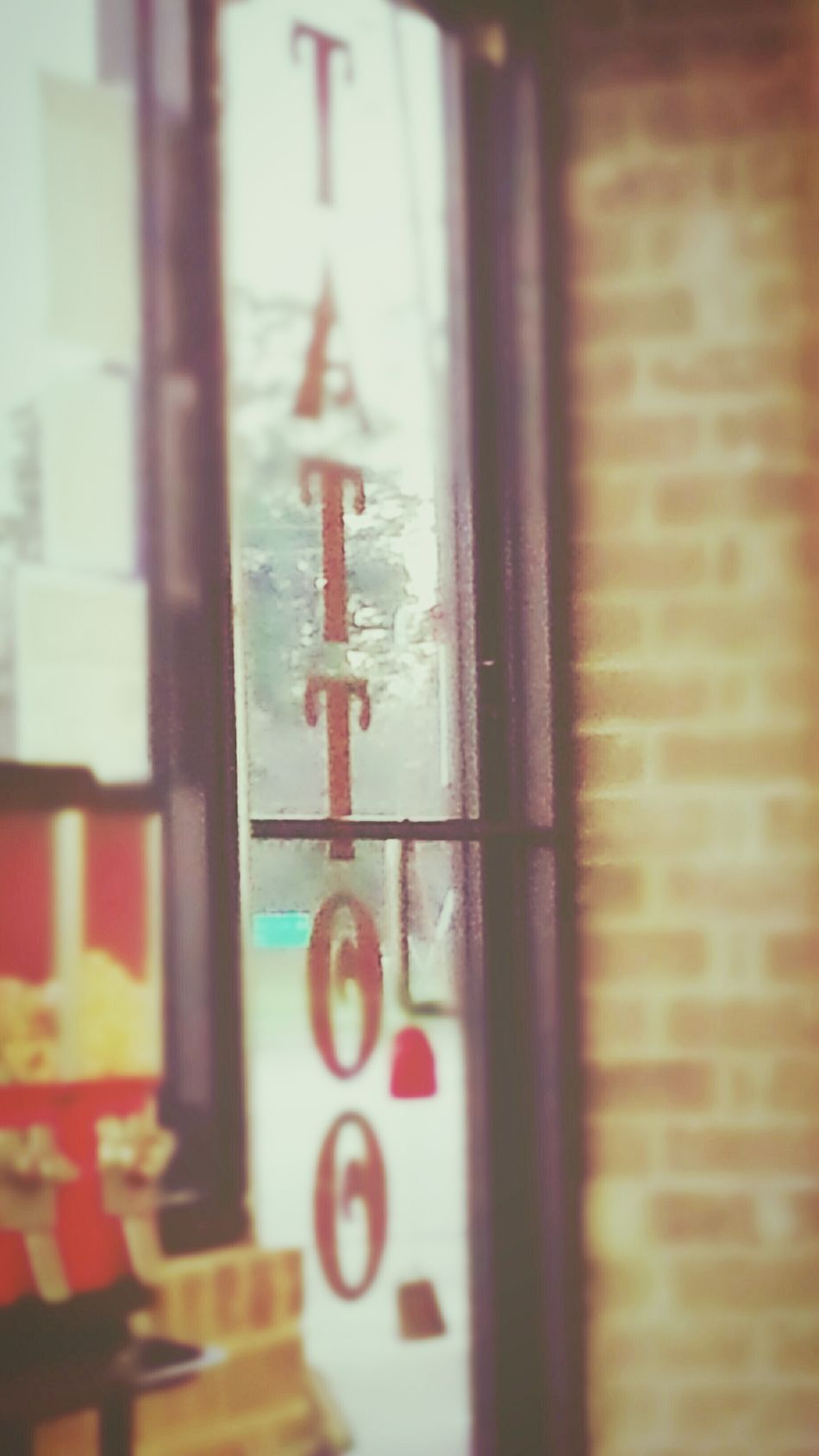 Indoors  Day EyeEmNewHere Check This Out EyeEm Gallery Parlor Obstruction Window Body Modification Window Barrier Security Door Tattoo Shop Tattoo Shop Life MAD HATTER'S TATTOO EXPERIENCE KingwoodTexas Houston Texas Sunny Waiting Room Artist Waiting The Wait Appointment