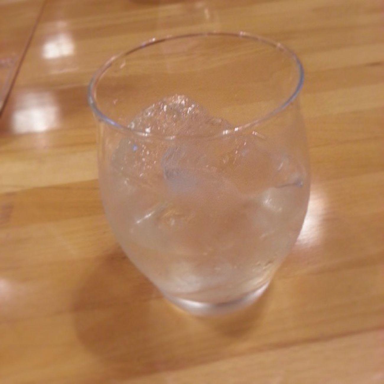 二杯目は、白州12年の天然水割り。