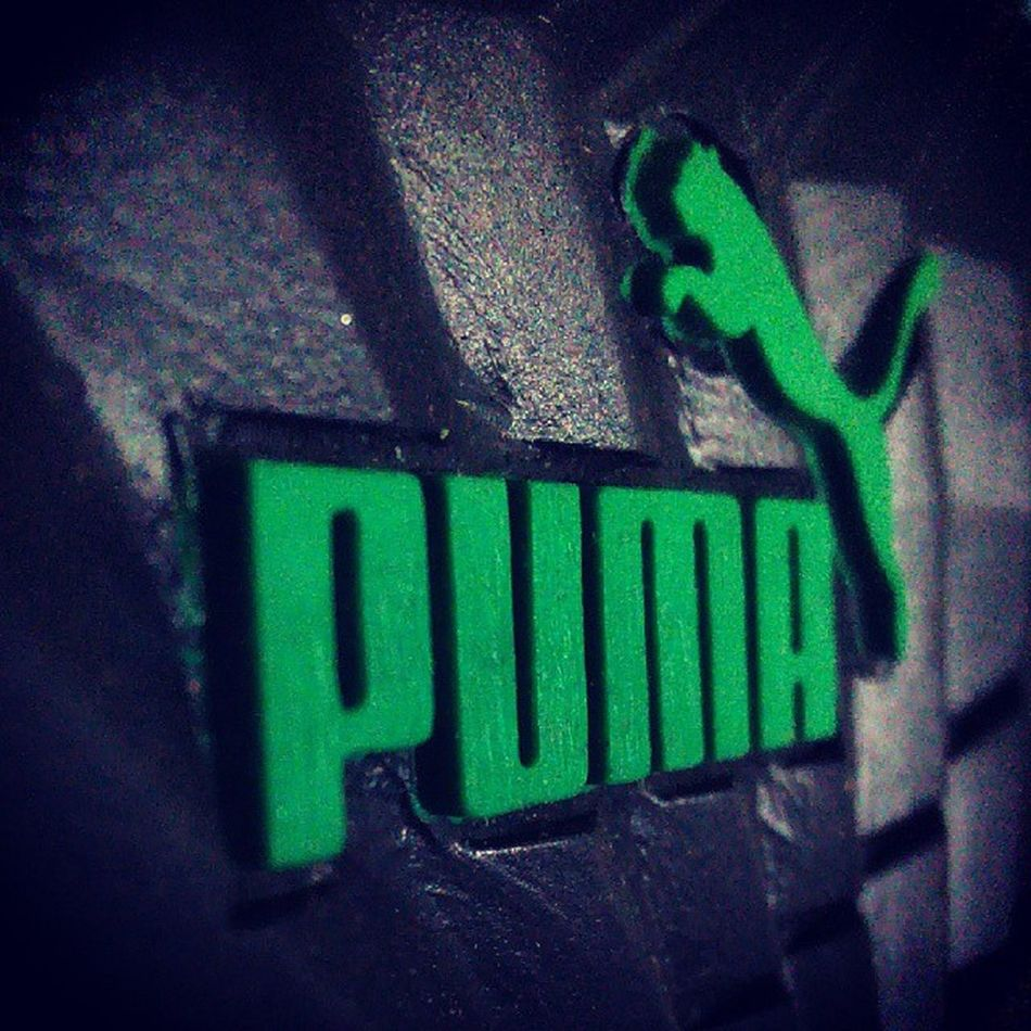 Puma sandles on back.. Lafactoria Videos Marketing Digital Girona Identitatdigital Costabrava Photos Fotografia Igers Videorelats Basketball Talent Business Companies Socialmedia Ideas Barcelona Fornellsdelaselva Internet Empreses Comunicació Goodteam Swfactory Play ball crowd win football player