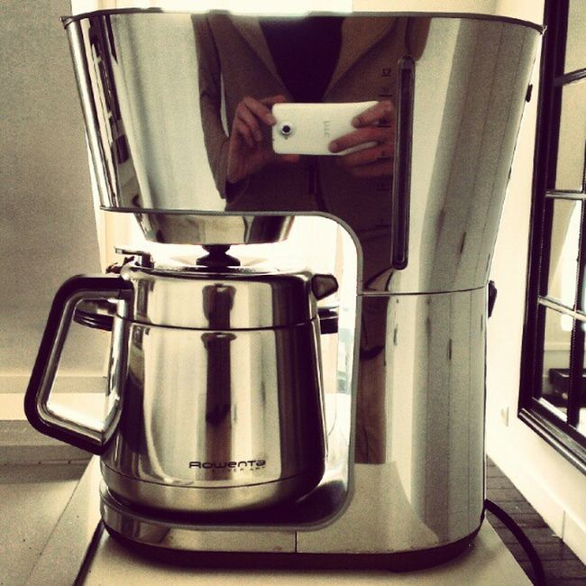 Coffee with a view (behind the coffee maker ;-) #ParisTweet #CoffeeTweet Coffeetweet Paristweet