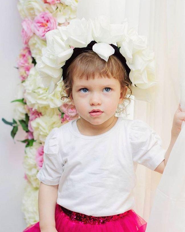 Дети-это вечная весна в доме!🍒🌸🌹🌿🍃🍀 @noty_krasoty @tamilla_sobko Galinakolpakova Photographer Photo Photosession Children фотографмосква фотодень дети малыш цветы декор детскаясъемка Фотосессия