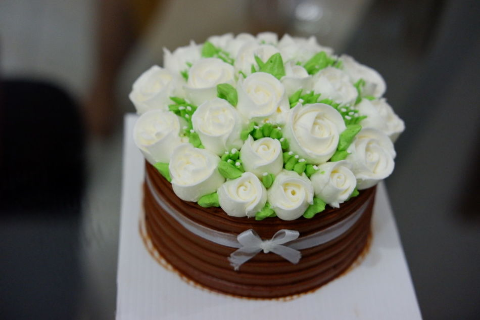 Really sweet cake... 😍 Food Cake Sukamakanmakan Flower Chocolate Chocolatecake Likeit Foodies Followme Like4like Foodspotting Foodporn Foodpics Foodphoto Foodieforlife Foodiesfeed Foodieseyeem Ready-to-eat Freshness Likealways Foodgasm Close-up Foodiegram Foodie Foodphotography
