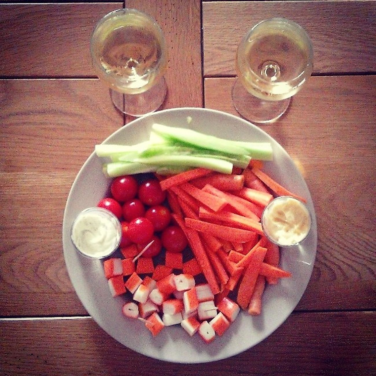 Apéro avec maman ! Aperitif Vin Blanc Surimi Carottes Concombres Tomates Mayonnaise Simplicité Maman Love ?♥